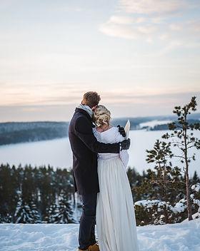 Hääpäivä & häät kahdestaan, talvihäät Iitissä, Hääkuvaaja Iitti, Järvenpää, Helsinki, Lappi