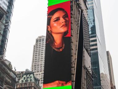 Wajah Raisa Terpampang Di Time Square!