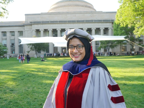 Peneliti Indonesia Di MIT, Berhasil Temukan Teknologi Panel Surya Harga Terjangkau!