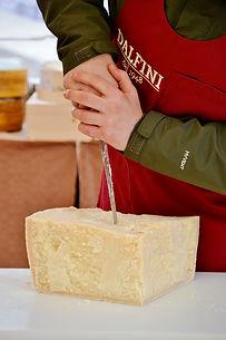Parmigiano Reggiano al taglio.jpg