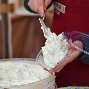 Gorgonzola al cucchiaio in vaschetta.jpg