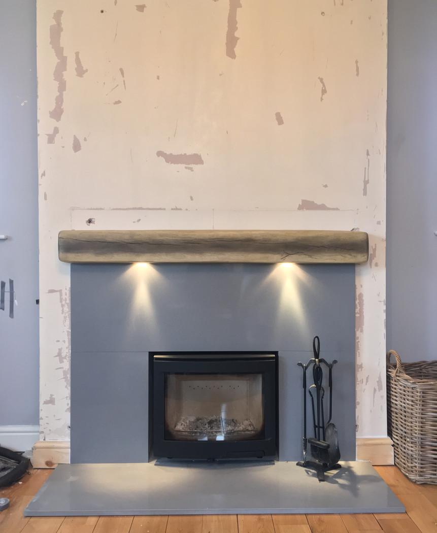 Contuta i5 stove, quartz hearth and floating beam with lights