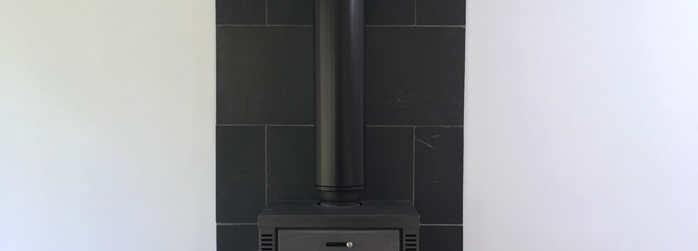 Free-standing stove and flue