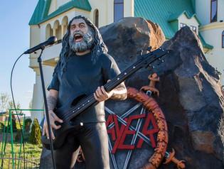 Ukrainian Zoo Unveils Statute Of SLAYER's Tom Araya