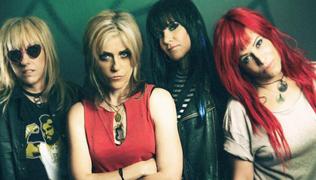 """L7 release """"Fake Friends"""" single featuring Joan Jett"""