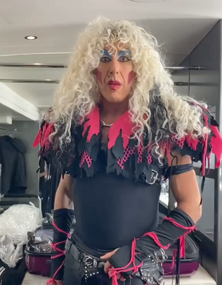 DEE SNIDER Dons 'Stay Hungry' Outfit To Bring Attention To Australia Wildfire Relief