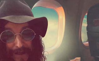 """ELECTRIC BOYS Frontman Conny Bloom Releases """"Med Charlie I Venedig"""" video"""