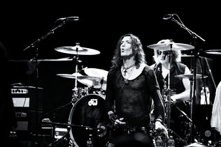 STEPHEN PEARCY releases single 'U Only Live Twice' from upcoming solo album 'View To A T