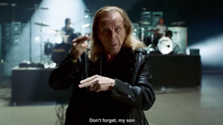 """American Sign Language musician and actor from SOUND OF METAL Paul Raci, performs """"Enter Sandman"""""""