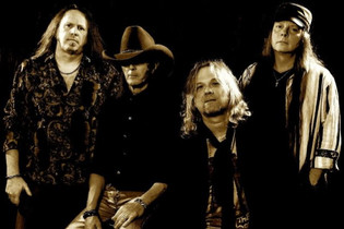 KINGS OF DUST Feat. Ex-BADLANDS Bassist GREG CHAISSON Release Lyric Video 'Like An Ocean'