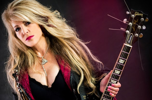 Former VIXEN Singer JANET GARDNER To Release New Album 'Your Place In The Sun'