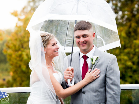 Wedding Photos in the Rain | Love Photos Oshawa Wedding Photographer | Durham Region Wedding Photogr