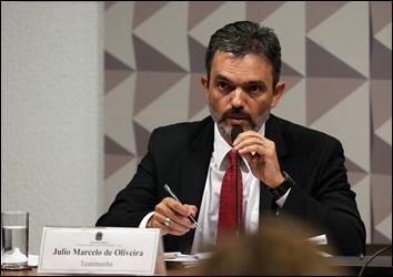 Entrevista com Julio Marcelo de Oliveira: 'No Brasil, a tendência é de esculhambação'