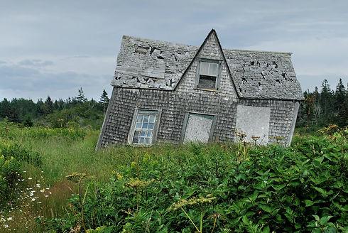 劣化した家屋