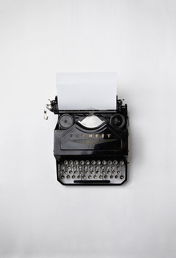 Black typewriter with a blank white piece of paper in it: Photo by Florian Klauer on Unsplash