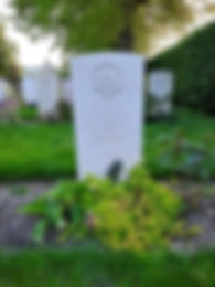 Anzac%20graves%20with%20the%20traditiona