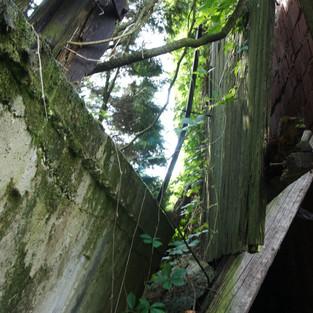 20 rokov zrútený oporný múr / čierna stavba, ktorý ohrozuje život, zdravie a majetok - Obec Lubina