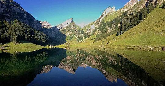Mountain-lake-Seealpsee-in-Appenzellerla