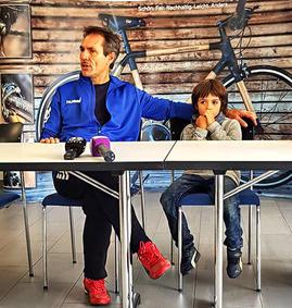 Nock mit Sohn Leo und Drehmoment-Bike, anlässlich Medientreff Heissluftballon-Rekord