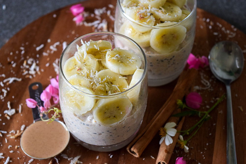 Healthy vegan and gluten free overnight oats. It makes for a delicious and nutritious grab-and-go breakfast for busy mornings. Prep the night before and enjoy cold in the morning. Decorate with your favorite toppings! Even kids will enjoy this nutritious, hearty, vegan breakfast!