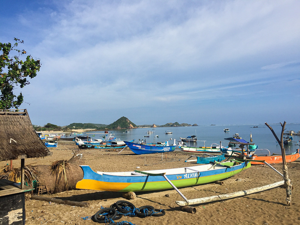Backpacking Lombok, Indonesia. Backpacking Indonesia on a budget. What to do in Kuta, Lombok. Best vegan restaurants in Kuta. Where to stay, best beaches, and travel to Lombok island.