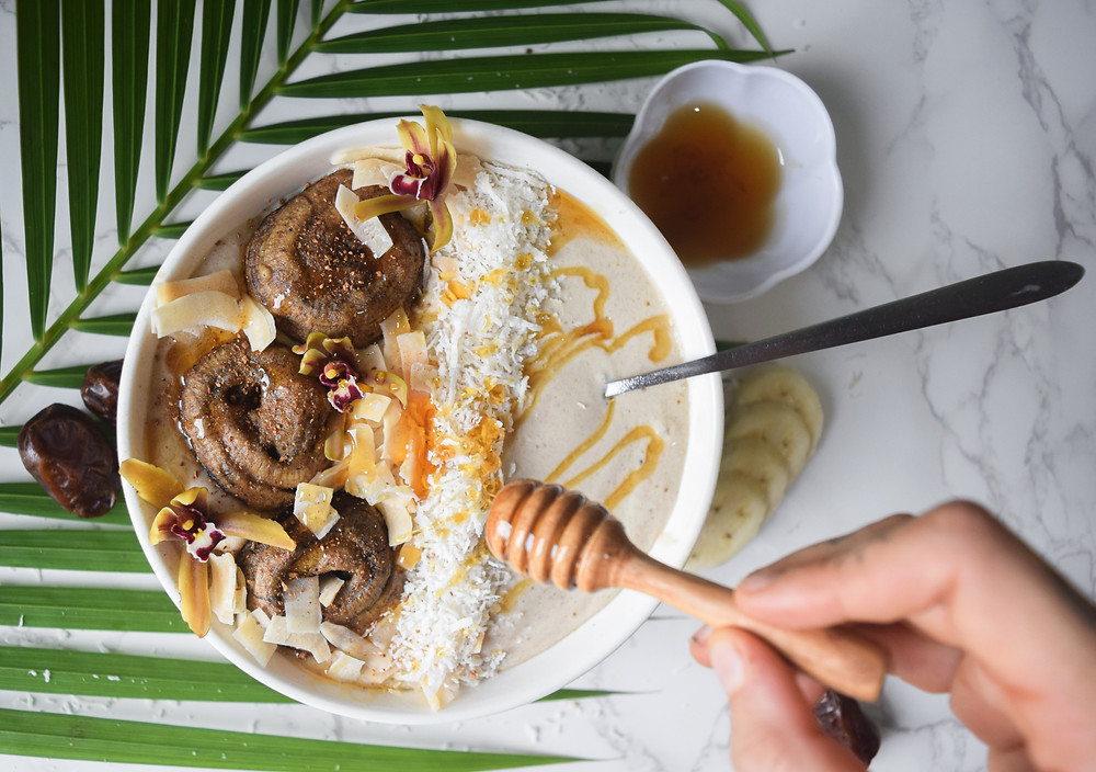 Rise and shine with this raw-vegan healthy breakfast bowl! Cinnamon rolls on top a banana & coconut smoothie bowl for a delicious, naturally sweet start to your day! I use simple and wholesome ingredients so you can enjoy guilt-free!