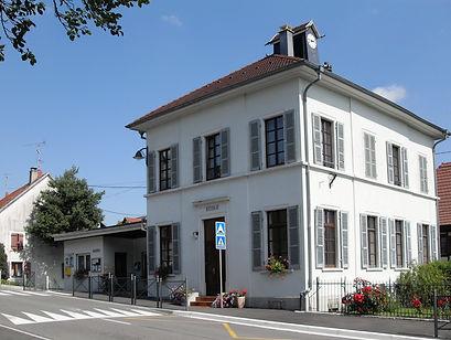 Bettlach,_Mairie_et_école.jpg