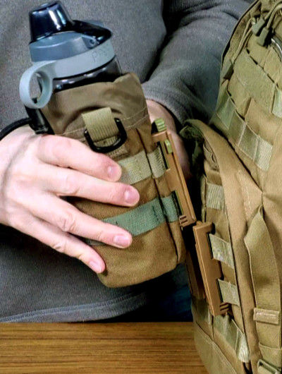 Portineer P1 MOLLE Connector connecting from top