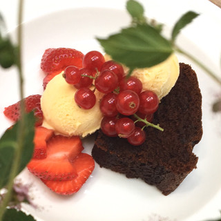 Red Currants, Strawberries & Chocolate Cake
