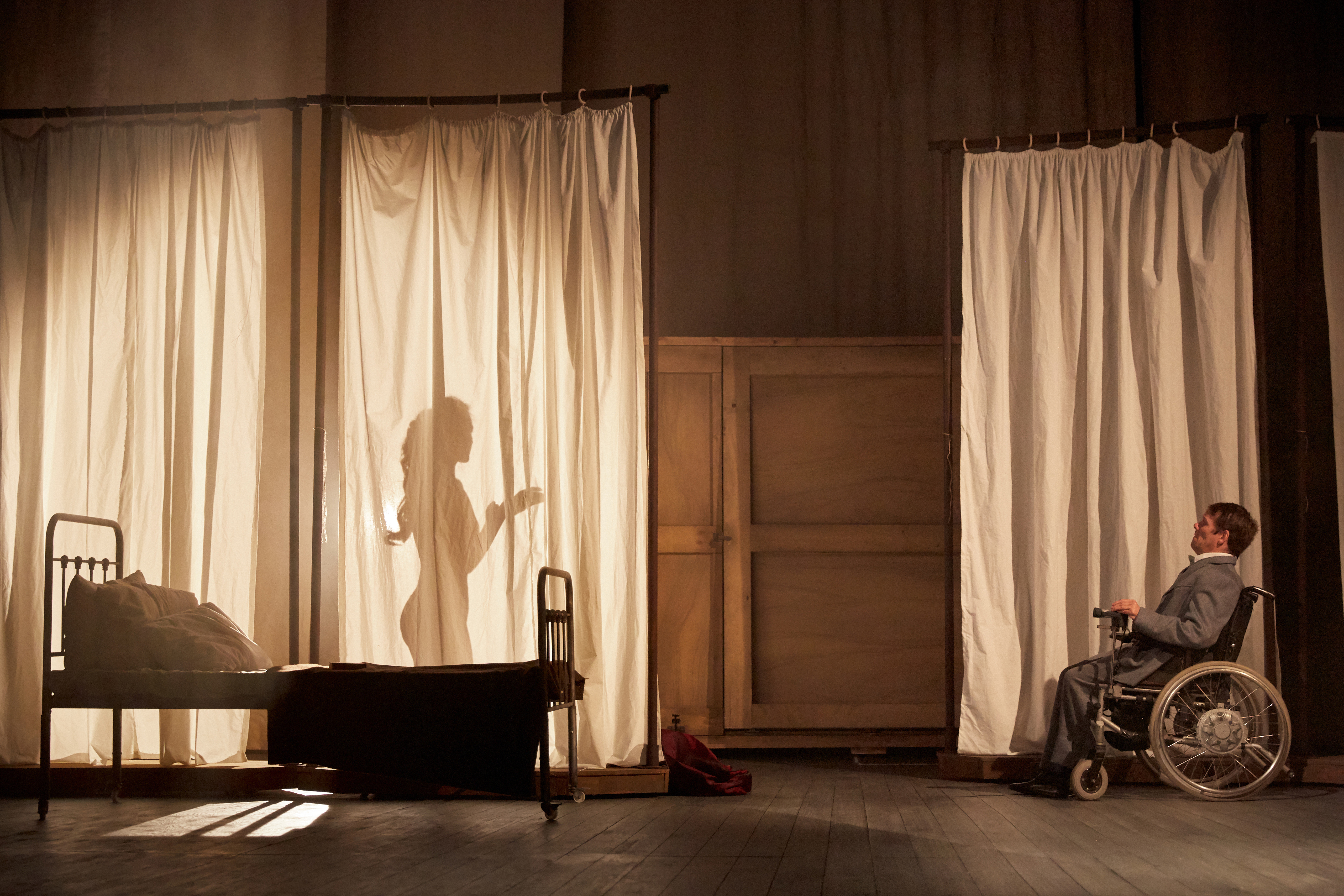 The Elephant Man at Bristol Old Vic Theatre. Photo by Mark Douet. _80A8347