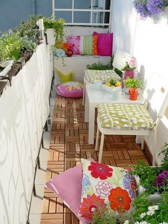 המרפסת הקטנה שלנו