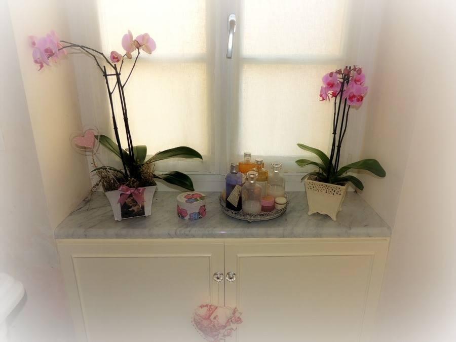 פינה פרחונית ורומנטית באמבטיה...