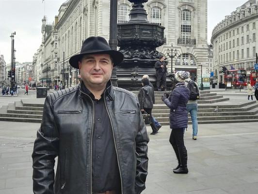 """Tady už žít nebudu, řekl si Čech v """"muslimském"""" městě v Británii. Bál se o život."""