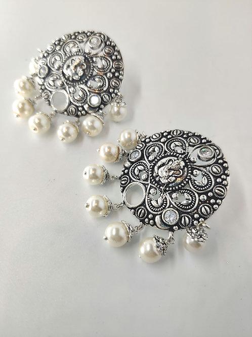 Bappa earrings with Pearl drops