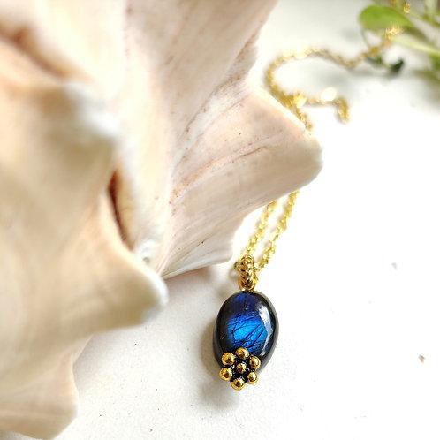 Rainbow moonstone pendant with chain