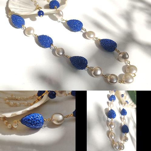 Semiprecious Neckpiece with Pearls