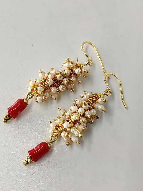 Grapevine pearls with corals earrings