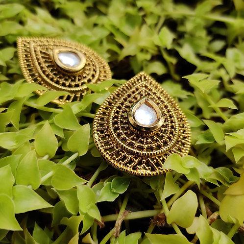 Grand gold kundan studds