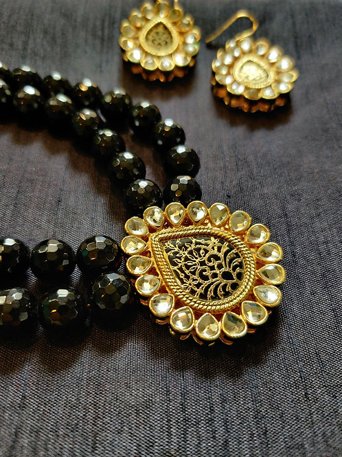 Gorgeous Kundan with Black Onyx Set