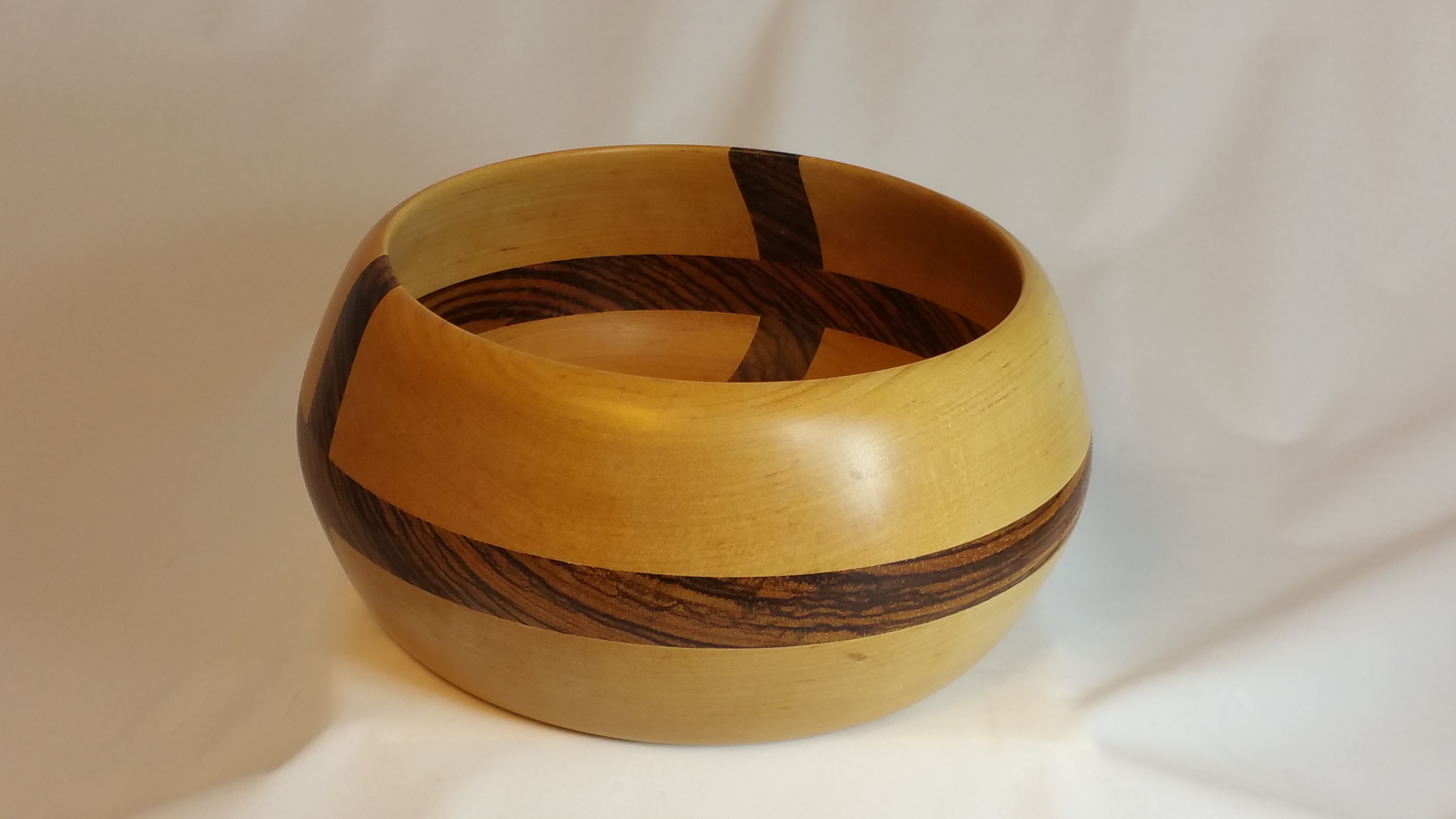 Criss-cross bowl