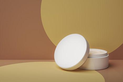 pot-creme-soin-peau-blanche-abstraite-fond-creme-maquette-pour-produit-soin-peau_339689-48