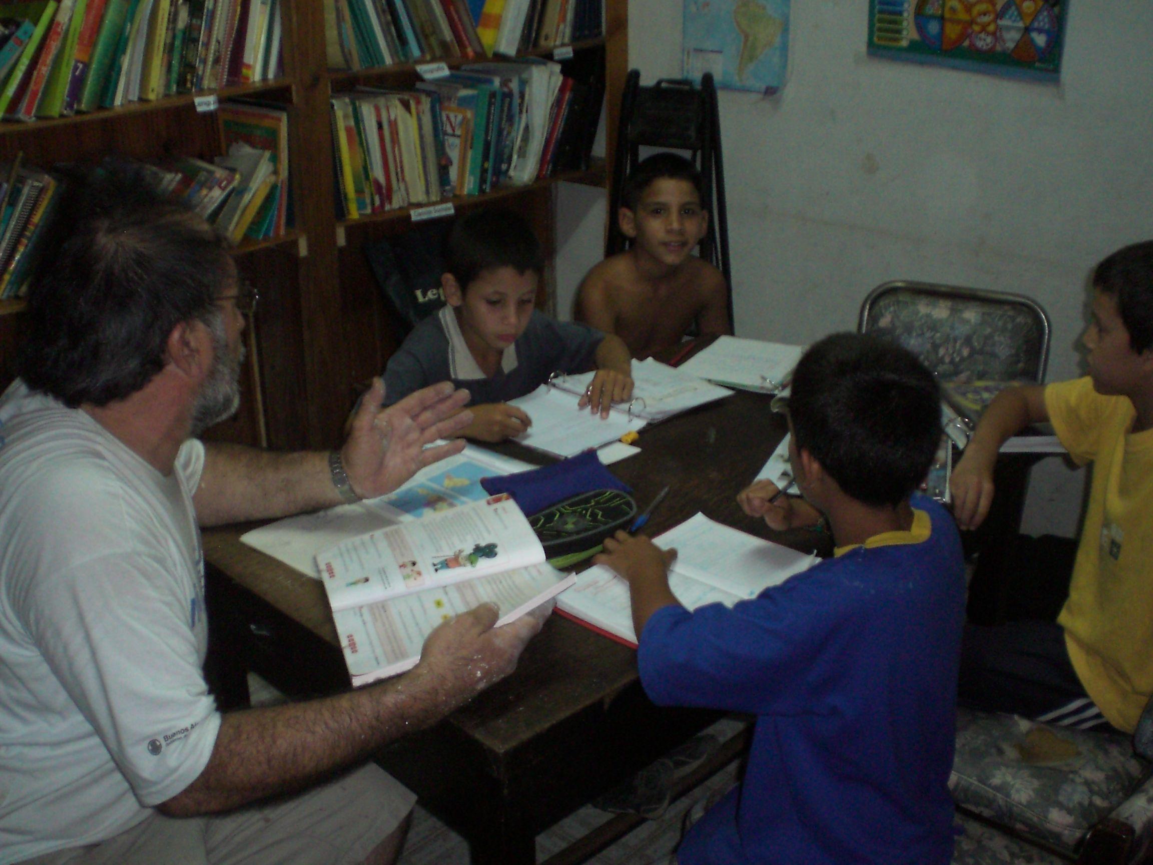 •Espacio educativo con niños