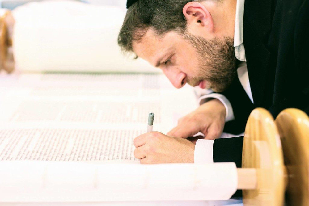 Sofer Rabbi Azriel Glick writes the Martin Chait Torah.