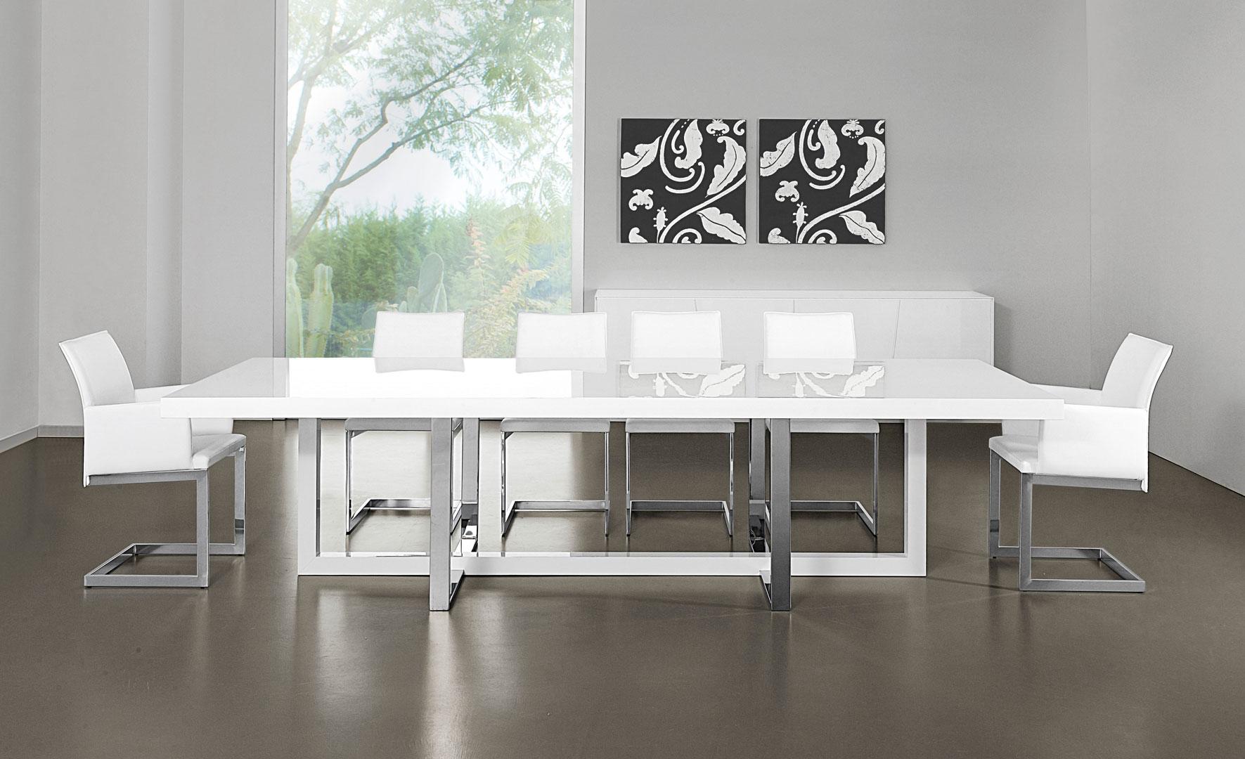 Stół model NAXOS