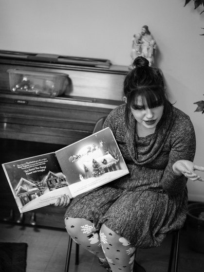 Chessie Hatfield reading a Christmas story