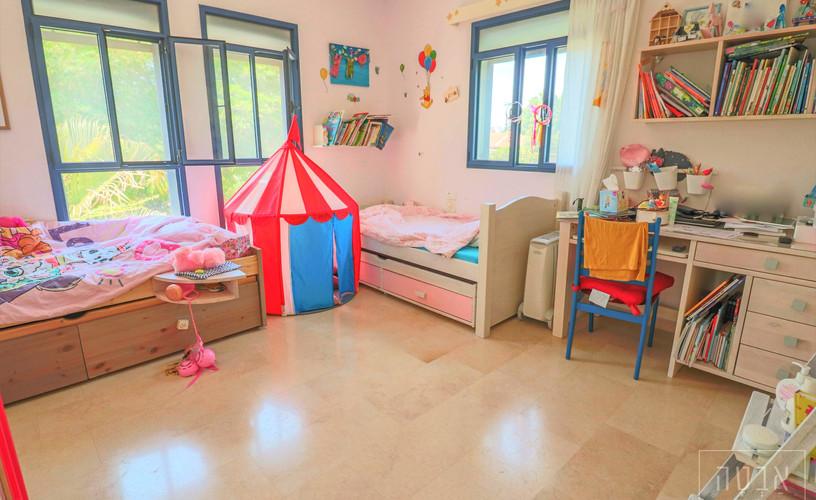 חדר שינה עם המון אור ואוויר