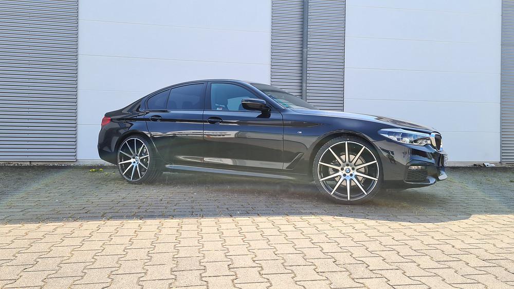 Auto: BMW 5er-reihe G30 Felgenmodell: R10 VA: 9x22 auf 245/30/22  HA: 10,5x22 auf 295/25/22