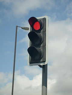 1200px-Modern_British_LED_Traffic_Light.