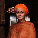 woman_wearing_orange_square.jpg