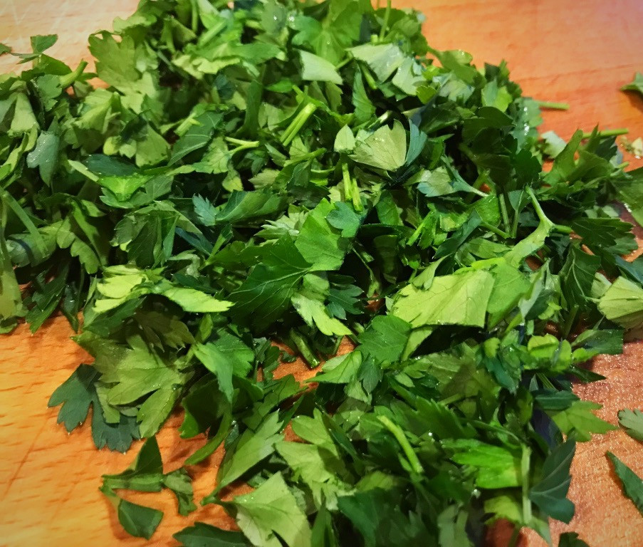 Chopped flat leaf parsley for Greek Chicken Stew